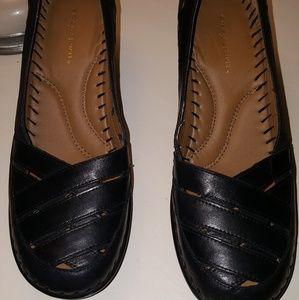 NWOT Easy Spirt black leather shoes